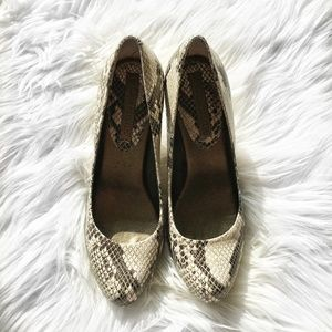 Banana Republic Jenna Snakeskin Round Pumps